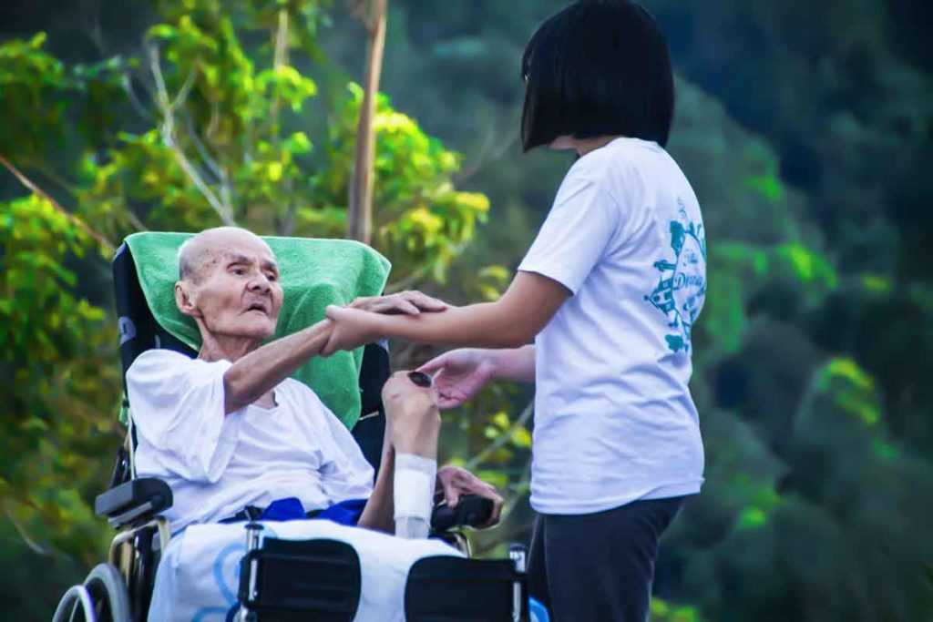 Rollstuhl Altenpflege Krankenpflege Pflegedienstleistung